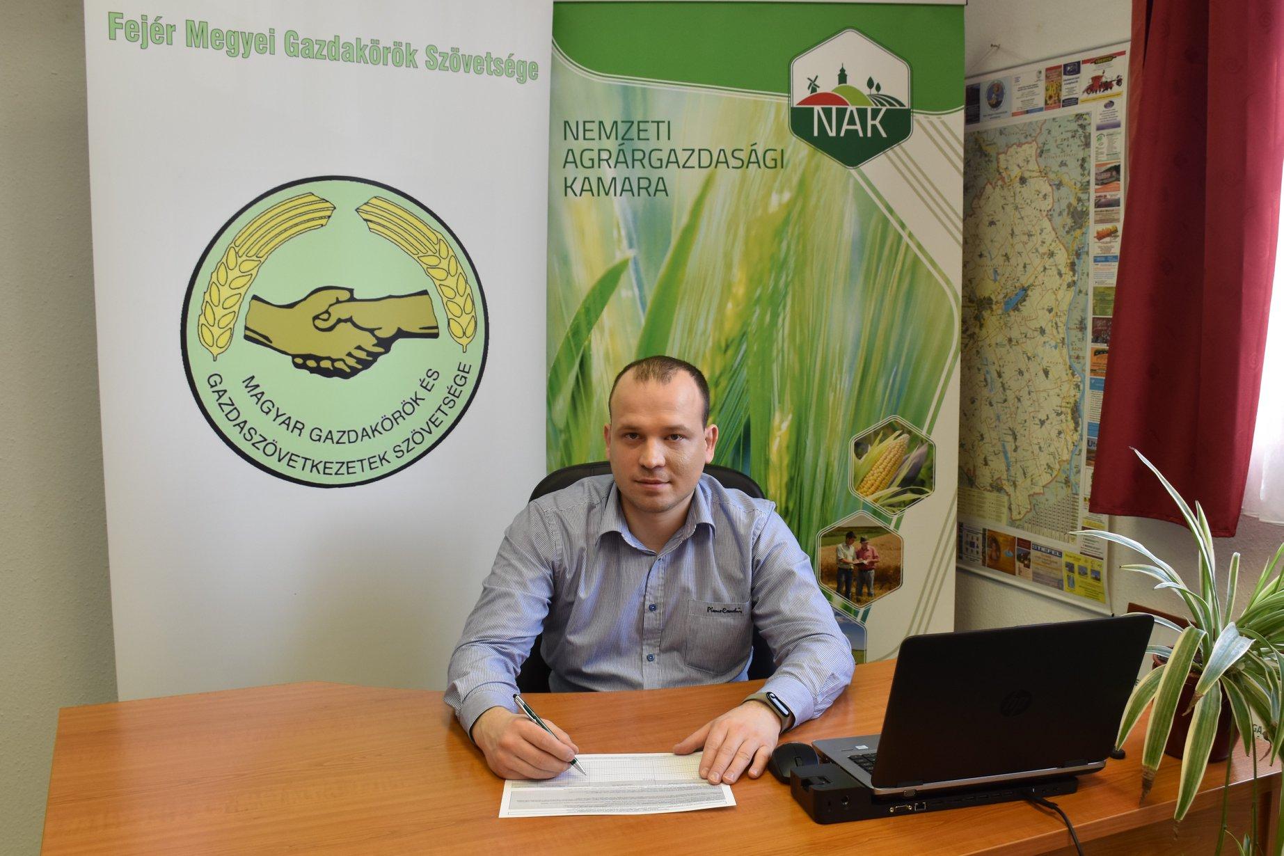 Fejér megye gazdái is segítik a polgári kezdeményezést