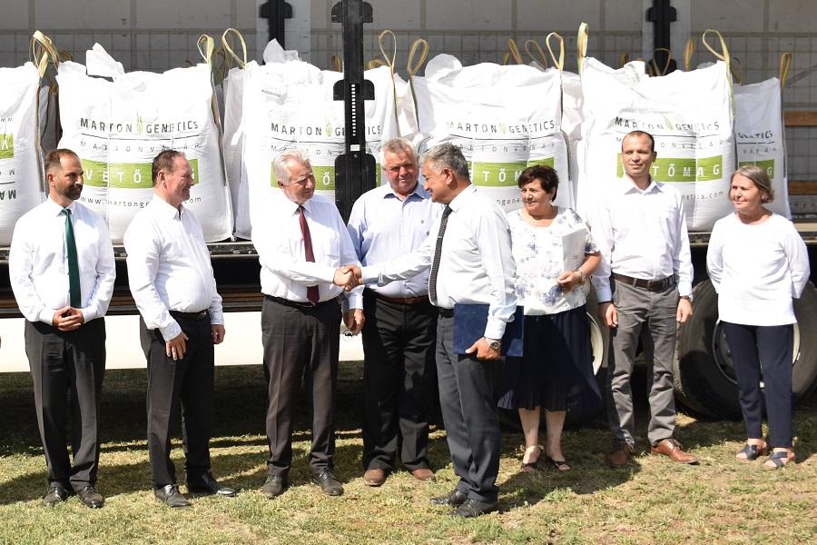 20 tonnás búza adomány érkezett Fehérvárra